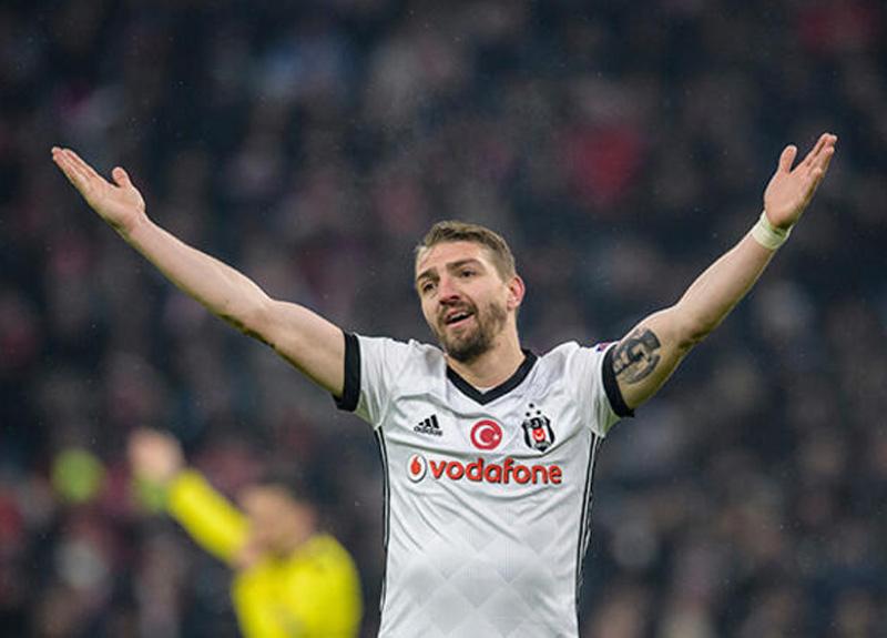 Beşiktaş üç yıldızla yola devam etme kararı aldı