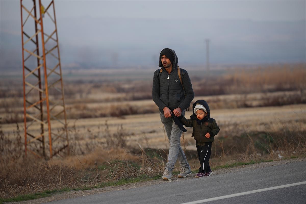 Taksilerle ve otobüslerle geliyorlar! Türkiye'nin kararının ardından göçmenler akın akın gidiyor