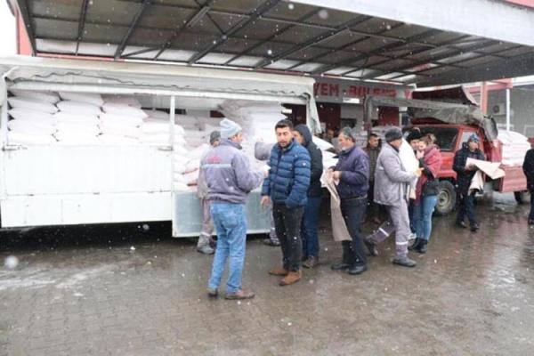 Vatandaşlar o fabrikaya akın etti! Kayseri'de koronavirüs kuyruğu