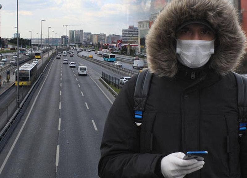 İstanbul'da koronavirüs salgını nedeniyle toplu taşıma araçları ve sokaklar da boş kaldı