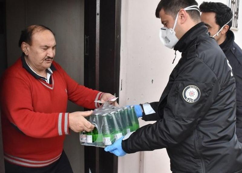 Sivaslı yaşlı vatandaş, Acil Çağrı Merkezi'ni arayıp polise soda aldırdı