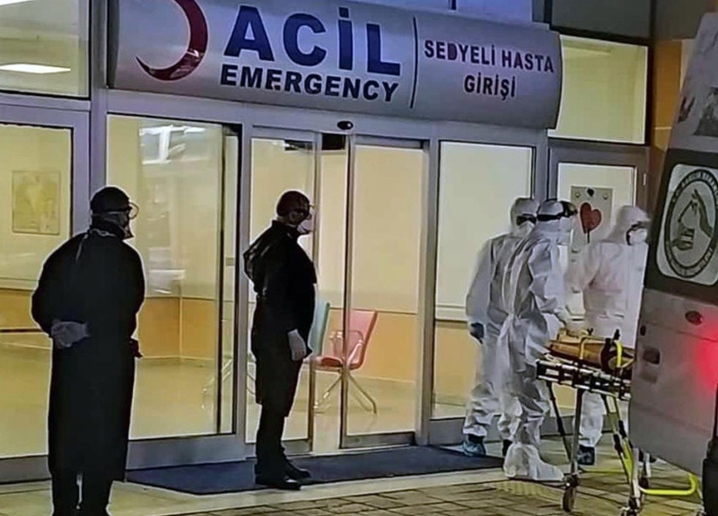 Koronavirüs tedavisi gören yakınını göstermeyen görevlileri bıçaklamıştı, mahkeme kararını verdi