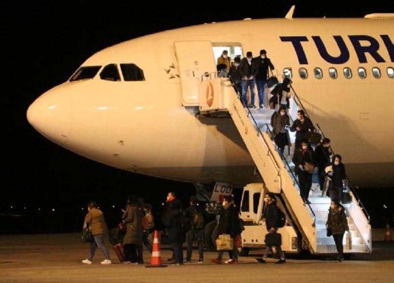 İrlanda'daki 305 Türk öğrenci uçakla Sivas'a getirildi, öğrenciler yurtlara yerleştirilecek