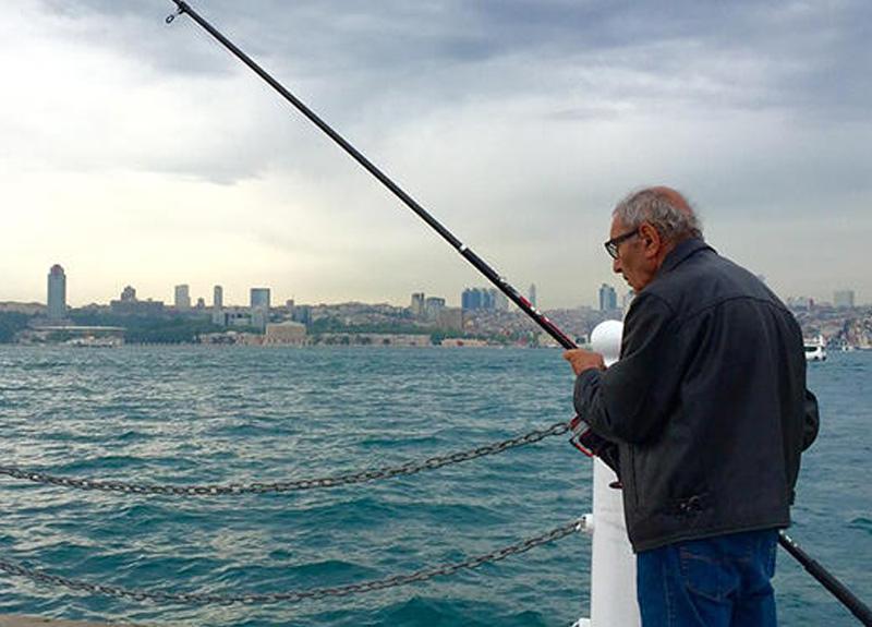 İstanbul'da Üsküdar Belediyesi kendi sınırları içinde balık tutmayı yasakladı