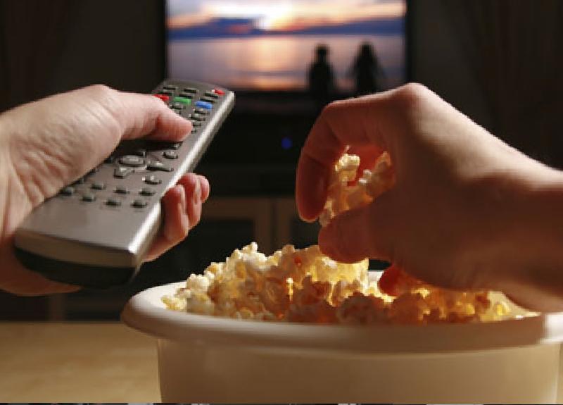 Koronavirüs sebebiyle evde devam eden sosyal izolasyon sürecinde izleyebileceğiniz filmleri sizin için seçtik