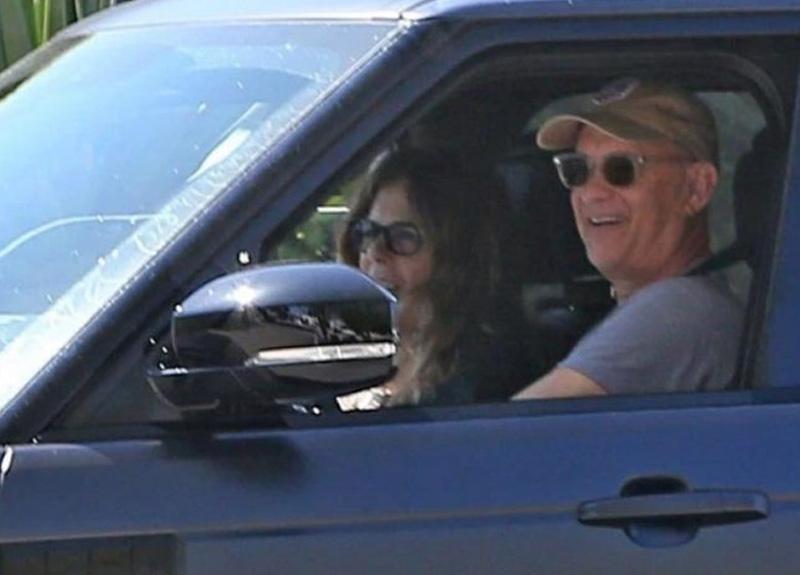 ABD'li oyuncu Tom Hanks ve eşi Rita Wilson'dan iyi haber! Karantinadan çıkıp ABD'ye döndüler