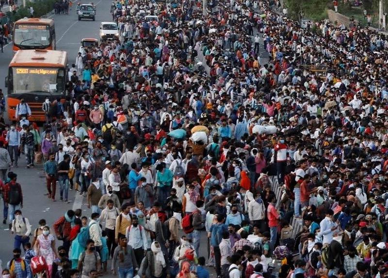 Hindistan'da ilan edilen sokağa çıkma yasağı 100 milyon göçmen işçi için insani trajediye dönüştü