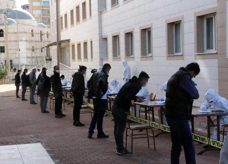 Karadağ'da çalışan 493 Türk işçi Adıyaman'da karantinaya alındı