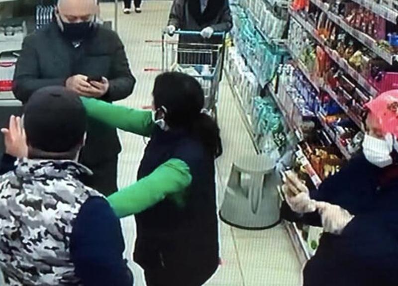 Esenyurt'ta bir markette korona kavgası çıktı