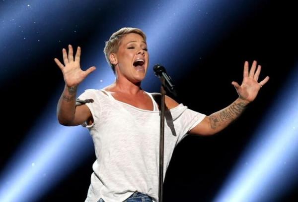 Ünlü şarkıcı Pink ve oğlunun koronavirüs test sonucu pozitif çıktı!