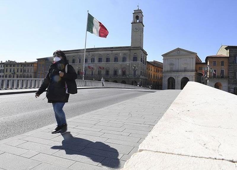 İtalya'da son 24 saatte 525 kişi koronavirüs yüzünden hayatını kaybetti