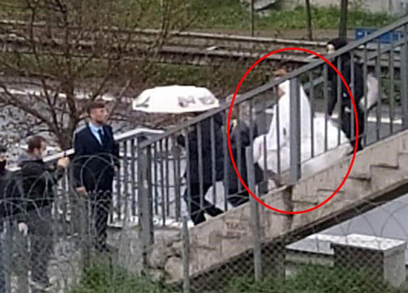 İstanbul'da yaşayan damat, Kocaeli'nin Çayırova ilçesindeki gelini, Tuzla sınırındaki üst geçitten aldı