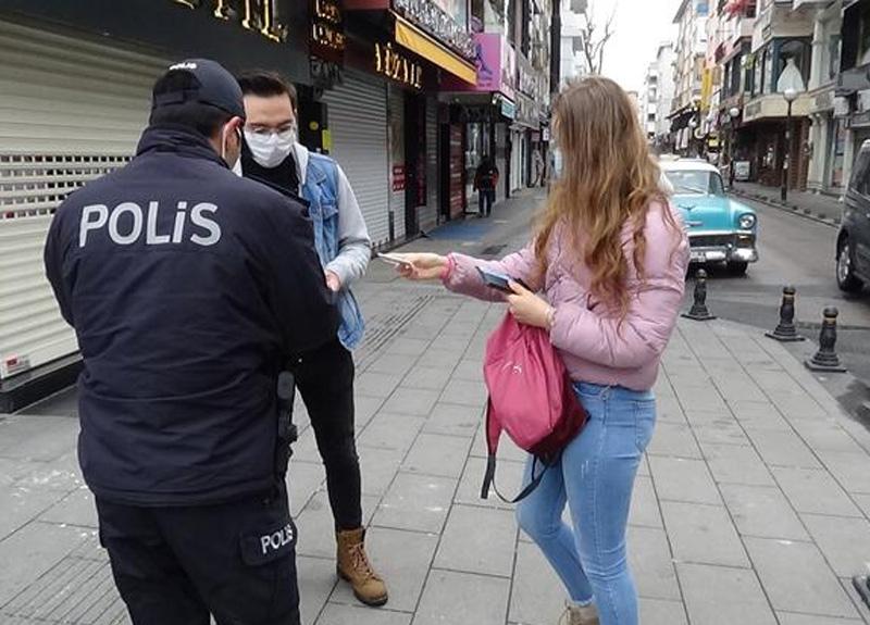 İstanbul'da polis ekipleri 20 yaş denetimi yaptı