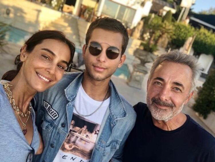 Arzum Onan ve Mehmet Aslantuğ oğullarıyla birlikte eve kapandı!