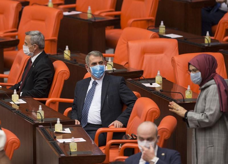 Virüse karşı önlem! Maskeli oturum