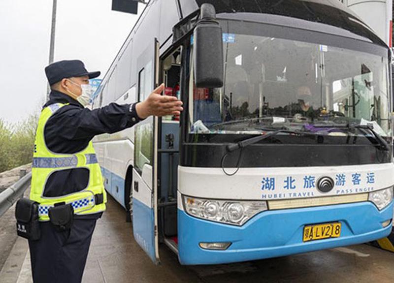 Çin seyahat kısıtlamalarını kaldırarak 76 günlük karantinayı sona erdirdi