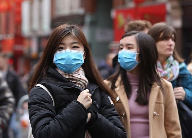 Japonya'da hükümet her haneye bez maske dağıtmaya başlıyor