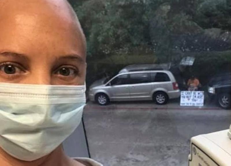 Virüs yüzünden hastaneye alınmayan koca kanser hastası eşi için bunu yaptı