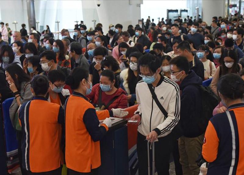 Çin'in Vuhan kentinden kaçış başladı! On binlerce kişi ayrıldı...