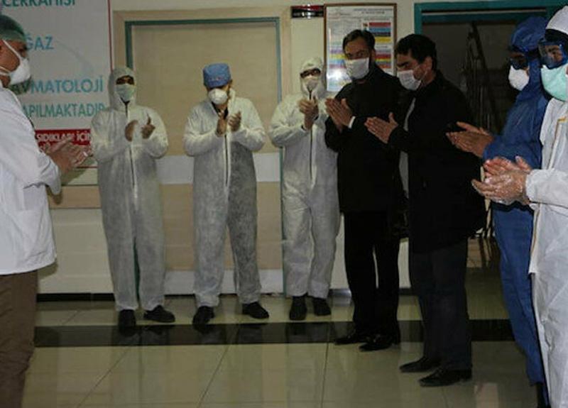 Mardin'de koronavirüs tedavisi gören 86 yaşındaki kadın ile 2 oğlu taburcu oldu