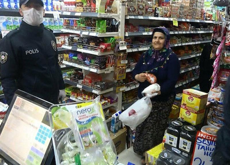 Sultangazi'de açık markete baskın: Müşteriler saklandı, market sahibi 'zorla içeri girdiler' dedi
