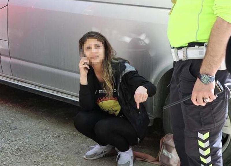 Yasağı deldi, eşini araçta bırakarak polisten kaçtı