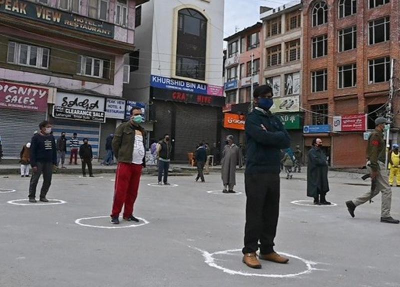 Hindistan'da sokağa çıkma yasağı uzatıldı