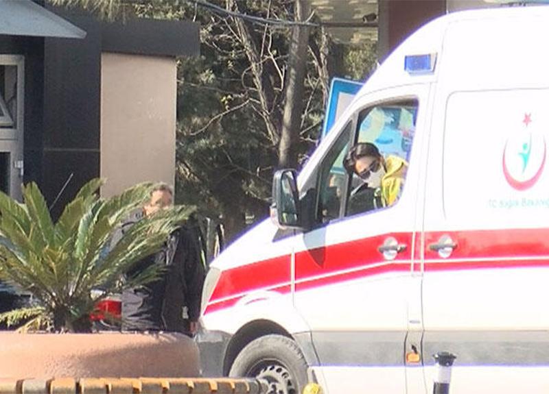 İstanbul'da yasak nedeniyle sokağa çıkamayanlar ambulanslarla taşınıyor!