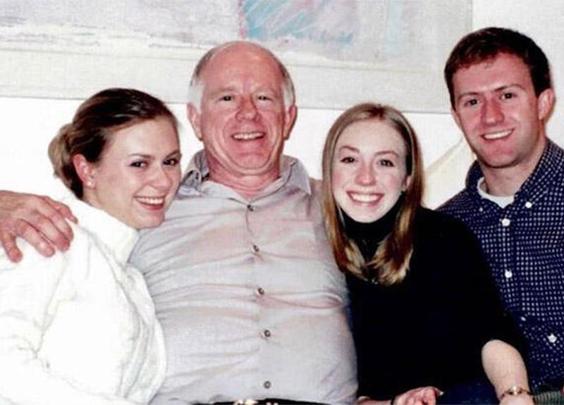 Dört kardeş, koronavirüs hastası babalarına 30 saatlik telefon görüşmesiyle veda etti!