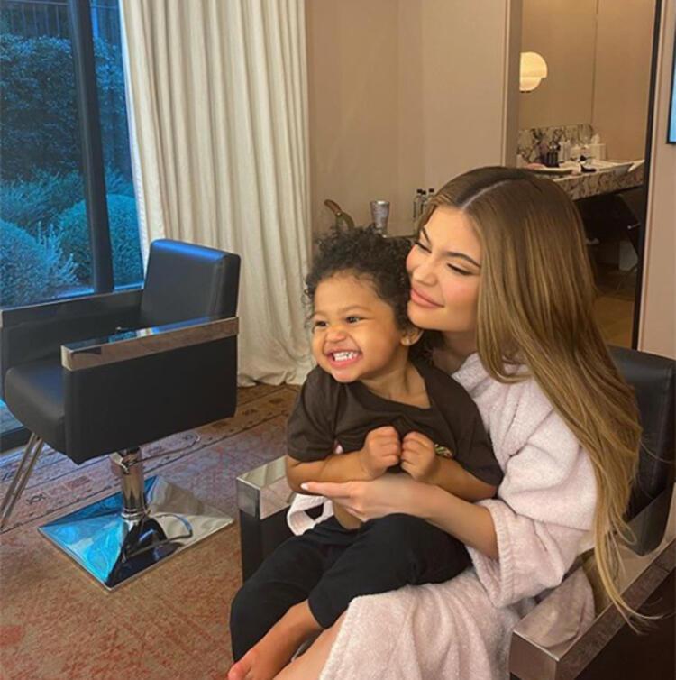 Kylie Jenner'dan corona paylaşımı: Hepinize dualarımı gönderiyorum!