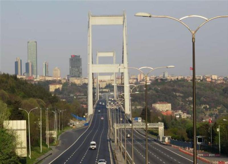 Sokağa çıkma kısıtlamasında İstanbul! Köprü ve sokaklar bomboş!