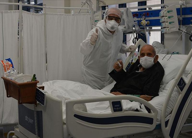 Denizli'de koronavirüs tedavisi gören 100 yaşındaki Süleyman Çavdar yoğun bakımdan çıktı
