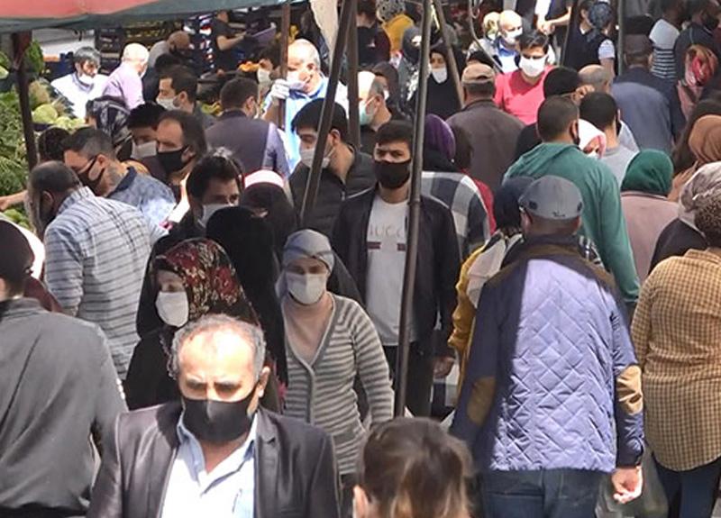 Avcılar'da kurulan semt pazarındaki kalabalık dikkat çekti