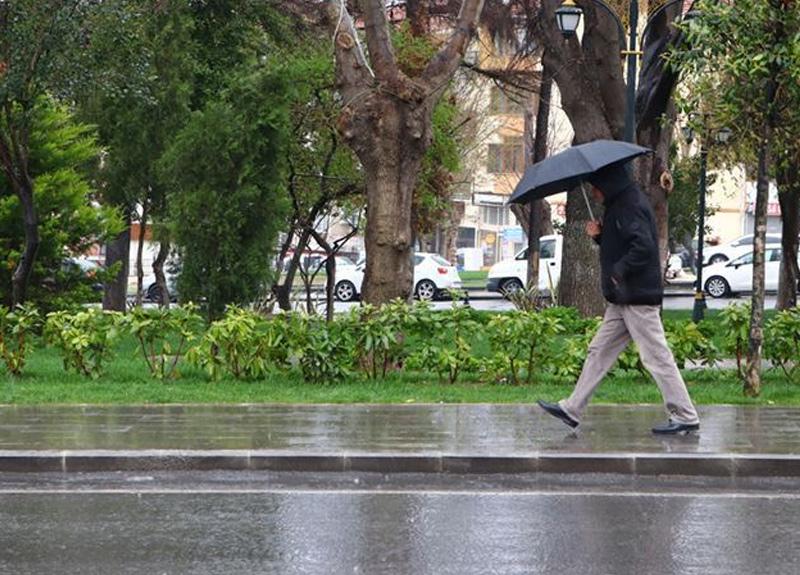 Meteoroloji Türkiye genelinin bugünden itibaren yağışlı havanın etkisine gireceğini duyurdu