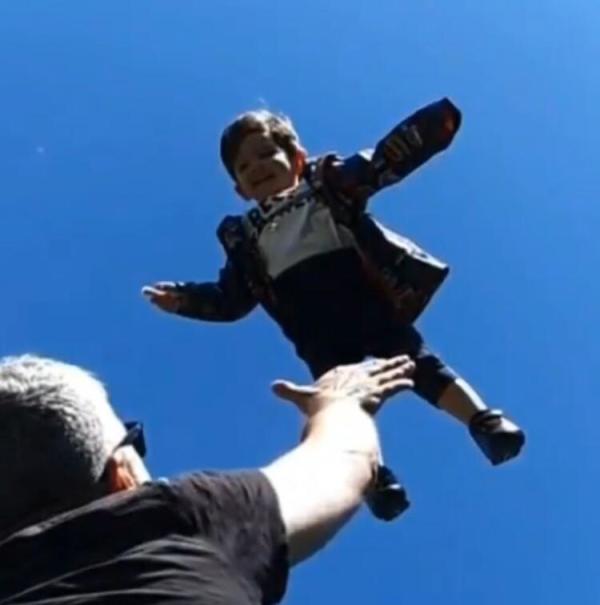 Özcan Deniz'in oğlu Kuzey 2 yaşına bastı!