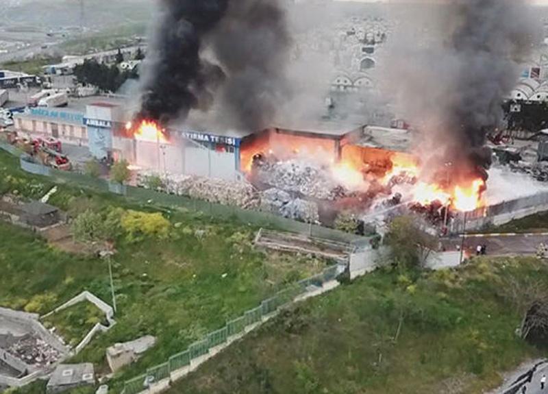 İSTOÇ'ta bulunan geri dönüşüm tesisinde yangın çıktı