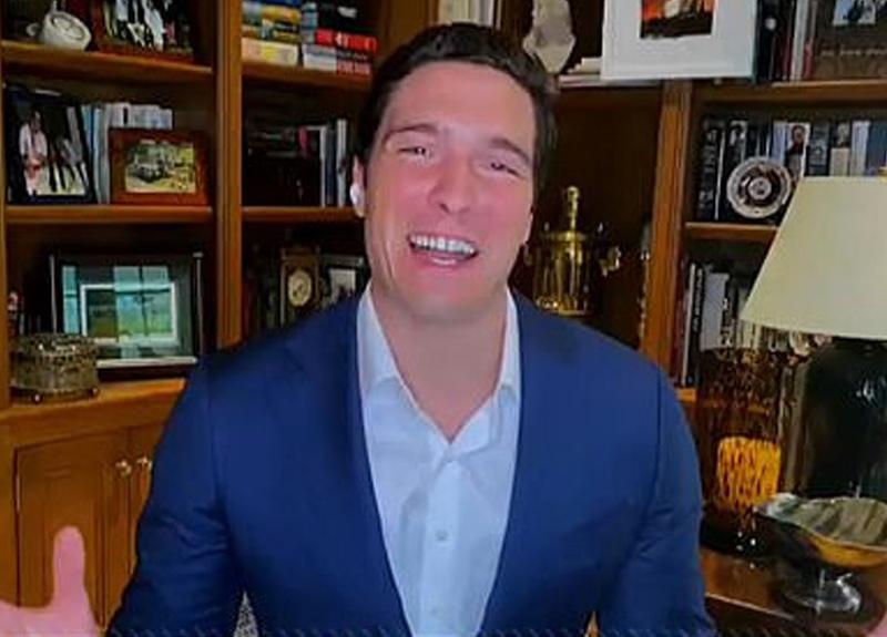Amerikalı muhabir evden canlı yayın yaparken gömlek ve ceketinin altına pantolon giymedi