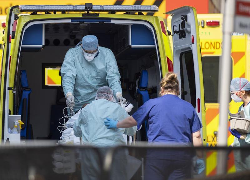 İngiltere'de son 24 saatte korona virüsten 739 kişi öldü