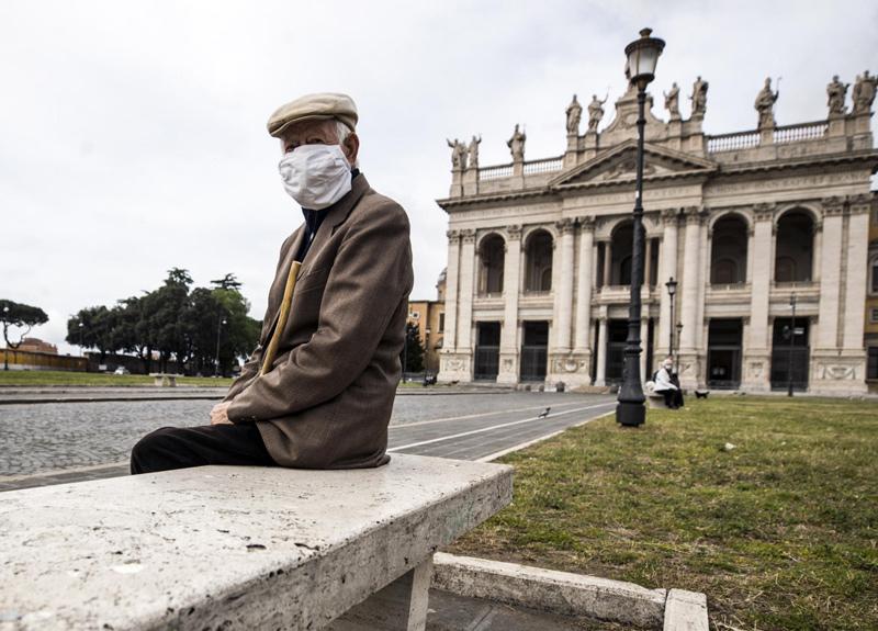 İtalya'da virüs yüzünden son 24 saatte 474 kişi hayatını kaybetti
