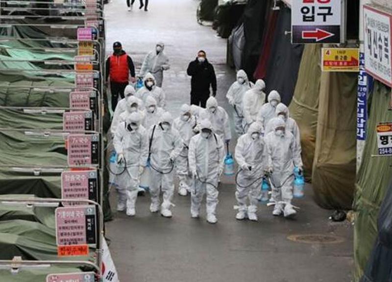Çin'de koruyucu kıyafet giymeden virüs örnekleriyle uğraşan bilim insanlarının fotoğrafları silindi
