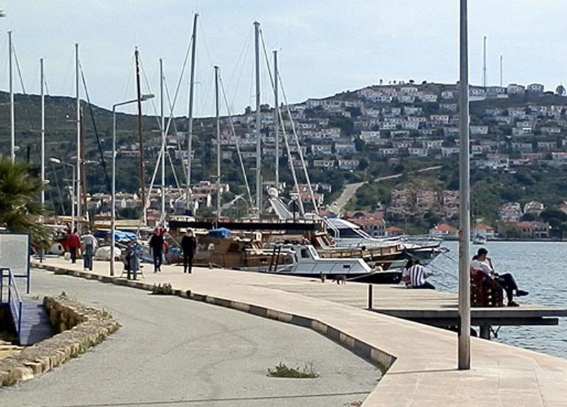 İzmir'in Foça ilçesinde, koronavirüsle ilgili mücadelede yeni yasaklar geldi