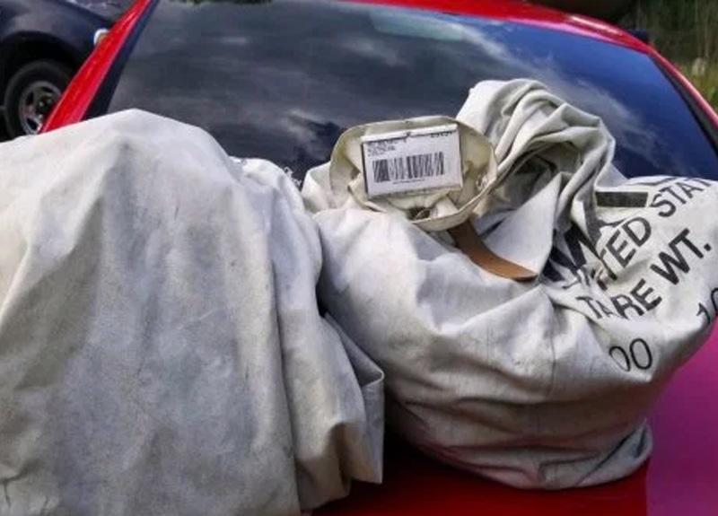 ABD'li çiftin çöp diye bulduğu çantadan tam 1 milyon dolar çıktı