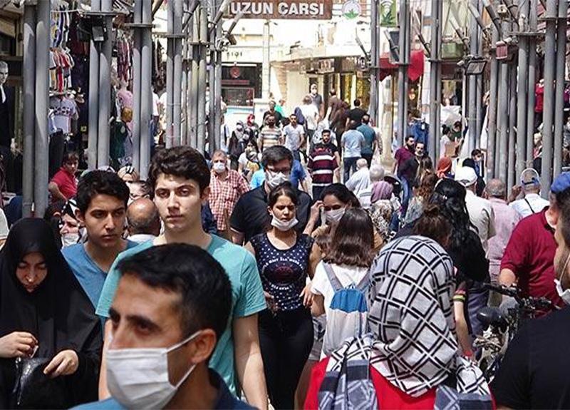 Bursa'daki bayram alışverişi görüntüleri korkuttu! Sosyal mesafeye uyulmadı!