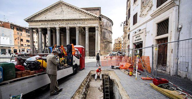 Pantheon tapınağının önündeki yol çöktü, ortaya çıkanlar görenleri şaşırttı