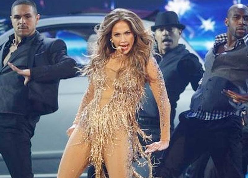 Jennifer Lopez yağmurda dans etti ardından havuza atladı