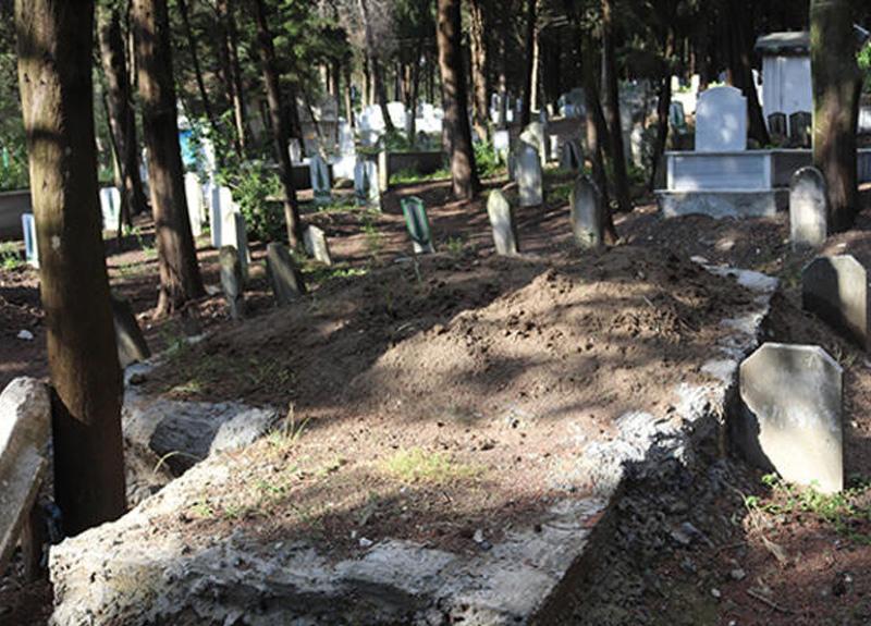 Bursa'da bir kişi tarafından mezarlıkların üzerine dökülen beton vatandaşların tepkisi çekti