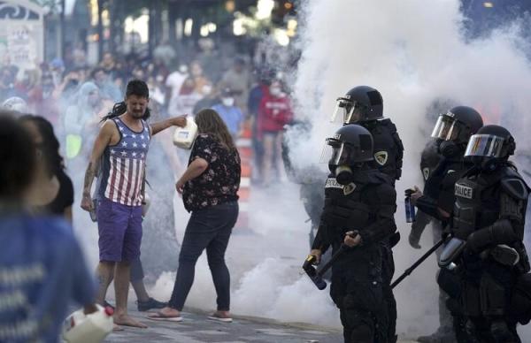 ABD'de protestolar devam ediyor! 25 şehirde sokağa çıkma yasağı ilan edildi!