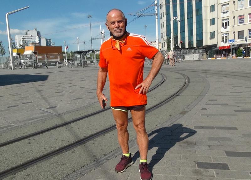 Kısıtlamalarda evde kalan 72 yaşındaki sporcu Ahmet Kırık: Evde 360 km koştum