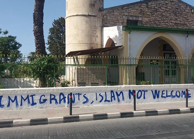 Güney Kıbrıs'ta bulunan Köprülü Camisi'ne molotofkokteyli atıldı