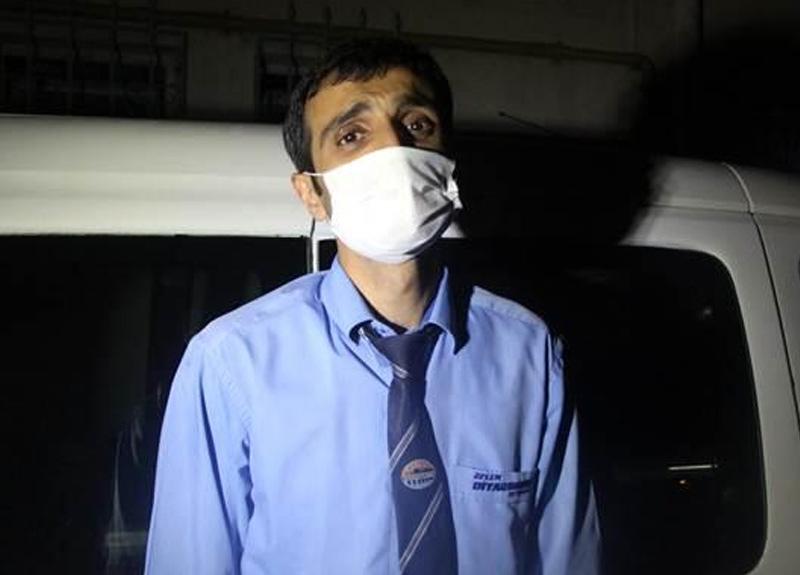 Yolcu otobüsünde koronavirüs testinin pozitif olduğu öğrenilen kişi muavini alnından öpmüş